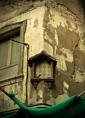 The virgin has been kidnapped (iris_muni) Tags: barcelona old streets dark spain madonna gothic medieval mysterious jewish quarter catalunya mystic corners barri gtico