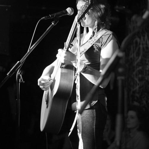 Alela & sa guitare