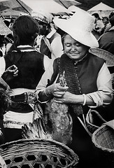 Dali Market, West China (okami154) Tags: china bw smile blackwhite asia asien monochrom markt schwarzweiss lcheln olderwoman chinesemarket eoshe