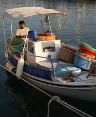 (Foinix) Tags: sea island boat mar fisherman hellas greece grecia isla egean ciclades