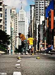 Beach Soccer - São Paulo (TLMELO) Tags: street city brazil tarmac brasil children football child sãopaulo soccer centro coco tiago rua prédio crianças asfalto thiago futebol banespa asfalt minhocão beachsoccer elevadocostaesilva platinumphoto aplusphoto tlmelo