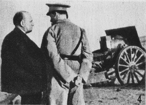 Largo Caballero y el general Asensio Torrado inspeccionan las baterías que bombardean el Alcázar de Toledo