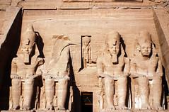 Colosse de Ramses II, Abou Simbel, Egypte (meunierd) Tags: africa lake sphinx dessert plateau minaret egypt sable lac mosque horus monde karnak pyramide nubia giza hittite ramses osiris egypte nasser cataract basrelief afrique cheops saladin komombo obelisque merveille pharaon dromadaire chameau citadelle alqalaa nefertari philea sobek louxor nubie assouan digitalcameraclub haroeris edfou abousimbel colosse mycerinos felouques qadesh chrphren phaaron aboualhoul toutankhomon valeedesroi
