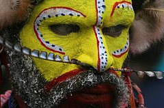 Huli Wigman in Papua (Bertrand Linet) Tags: portrait shells face coral festival facepainting paint feathers feather shell makeup tribal papou tribes png tribe papuanewguinea papua ethnic hagen kina maquillage indio visage plumes headdress singsing plume huli papu tribu oceania goroka etnico pidgin westernhighlands tribus oceanie 5photosaday ethnique papuaneuguinea papuanuovaguinea wigman パプアニューギニア gorokashow papuan melanesian worldbest papuans 巴布亞紐幾內亞巴布亚纽几内亚 papuásianovaguiné papúanuevaguine papuanyaguinea wigmen hulis goldstaraward παπούανέαγουινέα папуановаягвинея papuanewguineapicture papuanewguineapictures papuanewguineanpeople remotetribe papúanuevaguinea makeupgoroka bertrandlinet