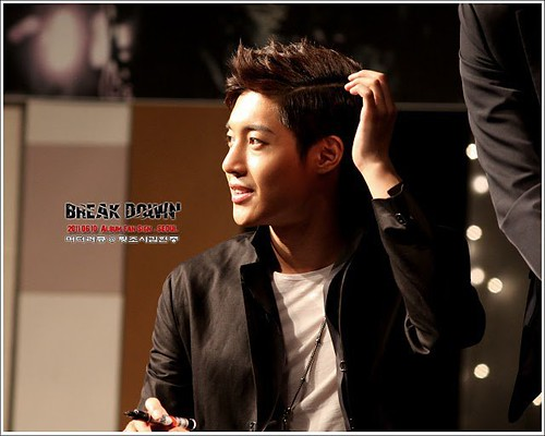 "Kim Hyun Joong '""Break Down"" Album Fan Signing Event [11.06.11]"