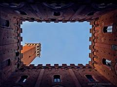 Visioni... ( Jolly Joker ) Tags: italy tower tuscany townhall siena toscana architettura chiostro prospettiva palazzocomunale torredelmangia felicit visioni