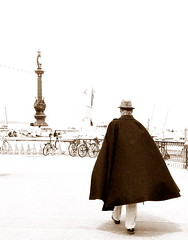 IMG_3116 (blackcape) Tags: king cape cloak raincape caped regencape pelerine manwithcape capedepluie themanwiththecape