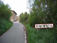 "Road to Ezkirotz • <a style=""font-size:0.8em;"" href=""http://www.flickr.com/photos/48277923@N00/2621272632/"" target=""_blank"">View on Flickr</a>"