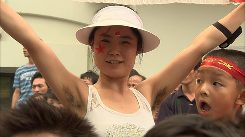 Olympic Athletes Fight Beijing Smog with Special Red Contact Lenses 4