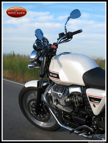 Moto Guzzi V7 Classic side closeup