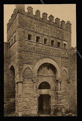 Puerta vieja de Bisagra o de Alfonso VI (Toledo) tras su restauración. Principios del siglo XX. Foto Wunderlich 1930