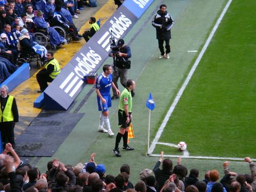 Frank Lampard saca un corner en la primera parte