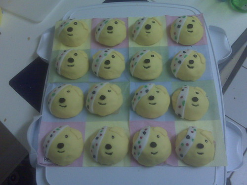 Children In Need Pudsey Bear. Pudsey bear cakes