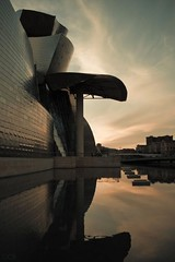 (Guille.) Tags: art museum architecture frank atardecer photography photo arquitectura foto photographer gehry colores contraste guggenheim fotgrafo guille deusto fotografa ra meencanta museoa guggen duelos 400d cbguille guillermocasasbaruque guillermocasas guillecasas
