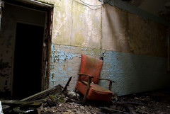 Hellingly Chair (howzey) Tags: abandoned hospital sussex chair decay explore asylum derelict urbex hellingly sitdown