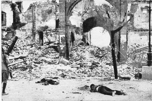 Cadáveres en Zocodover tras la entrada de las tropas nacionales