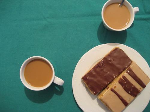 Caf� con leche con milhojas