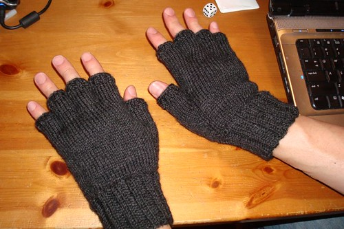 Mens Mittens Knitting Pattern : Mens Fingerless Gloves Knit Pattern images