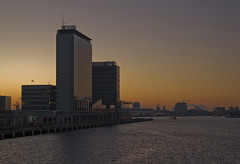 Amsterdam (Bart van Dijk (...)) Tags: sunset cold netherlands amsterdam skyline river zonsondergang bright nederland helder offices ij concerthall koud tij mvenpick pta muziekgebouw muziekgebouwaantij kantoren ijriver passengerterminalamsterdam anawesomeshot