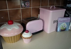 Kitchen - New Cupcake Goodies (innocentcharmer) Tags: pink red brown kitchen cookie fifties toaster cream diner kitsch next retro cupcake 50s magnet bettyboop cookiejar moneybox breadbin cookerybook trinketbox
