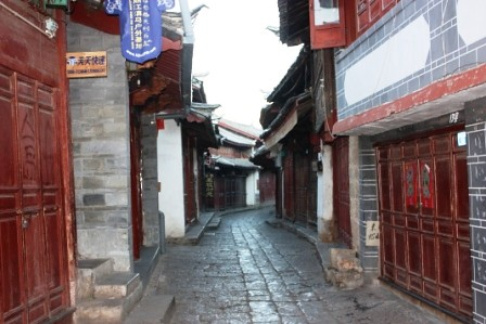 黎明時分的麗江古鎮…