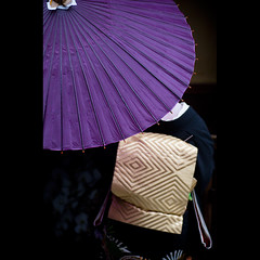 composition of geiko (Masahiro Makino) Tags: japan umbrella photoshop canon eos kyoto purple sash geiko adobe    kimono obi gion tamron 90mm f28 lightroom   gionkobu 60d  gettyimagesjapanq2 20110530141849canoneos60dls640p