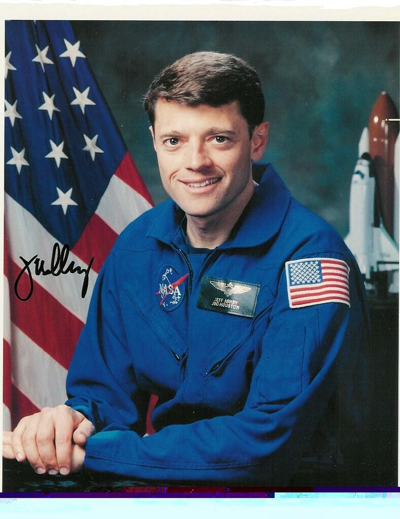 2 astronautes NASA prennent leur retraite 2591638870_a0901b079a_b