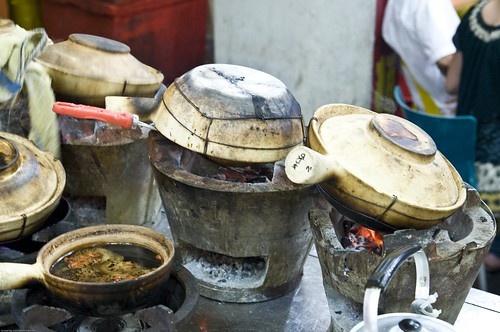 Cooking Claypot Rice