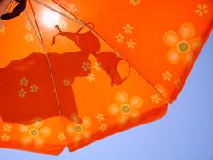 Striptease in the sky (doda.it) Tags: striptease ombrellone tuttialmare bydoda