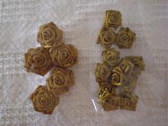 Risinhas Caramelo/ Douradas (Estao Art's) Tags: flores coraes rosas