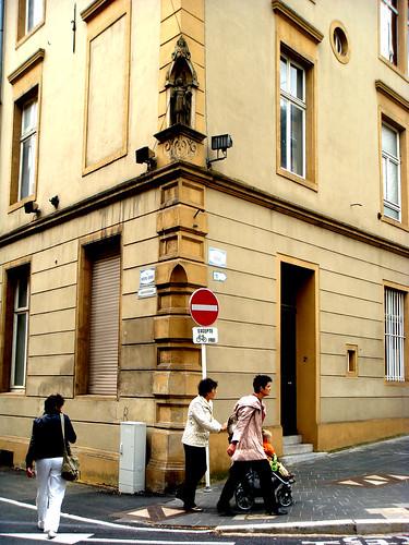 corner of rue notre dame