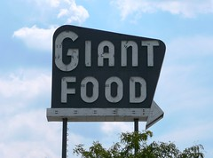 Laurel, MD Giant Food (army.arch) Tags: sign md neon arrow grocerystore giantfood laurelmaryland