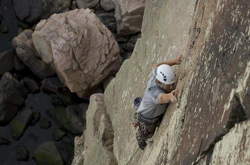 Anders Strange climbing Harlekin, 7- on Kullen