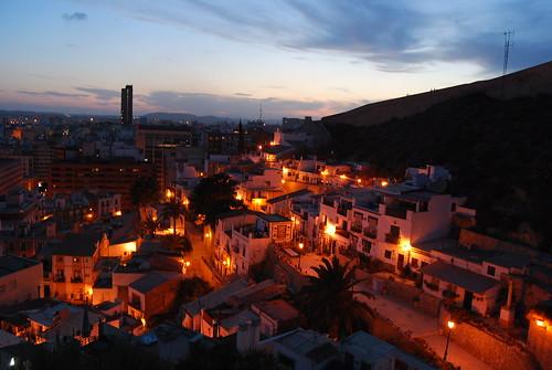 Cae la noche sobre Alicante