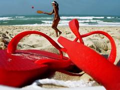 Praia Mole, Floripa-SC. (madalena.leles) Tags: santa floripa red brazil woman praia beach sc brasil mar florianpolis mulher flipflop vermelho havaianas mole catarina litoral jogo chinelo frescobol over500views favemegroup3