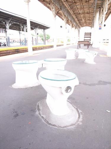 [台中車站]裝置藝術:馬桶