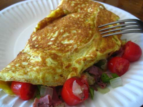 omelet with tomatoes
