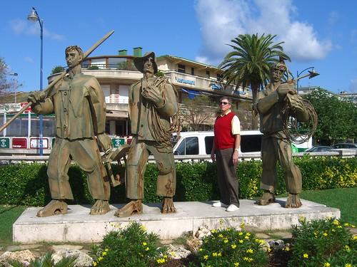 Fishermen statue in Laredo