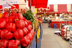 (Valeria Gentile) Tags: italy fruits vegetables torino italia market fruta mercado frutta mercato italie portapalazzo verdura