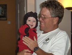 Chewing on my hand with Poppy (Ludeman99) Tags: dad halloween2008 eowynlouisebitner