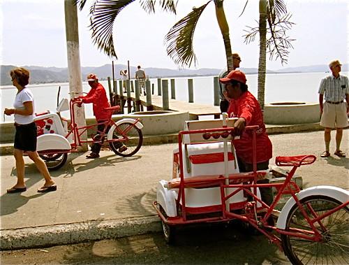 Bahia-Ecuador-workers