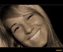 Happy Giulia (ciliuz) Tags: portrait mountain smile photoshop happy friend pentax sorriso festa felice montagna ritratto ultimo capodanno amica primopiano giulia seppia soraga bionda obliquo k10d pentaxk10d theperfectphotographer goldstaraward ciliuz