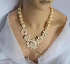 Nude roses (DAINTYCROCHETBYALY) Tags: wedding feathers cream crocheted ecru naturalcolor crochetwoodennecklace
