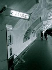 Dans le metro (Monica Cillario) Tags: paris france noiretblanc tube francia biancoenero parigi mtroparisien balckandwhitephoto metropolitanaparigina