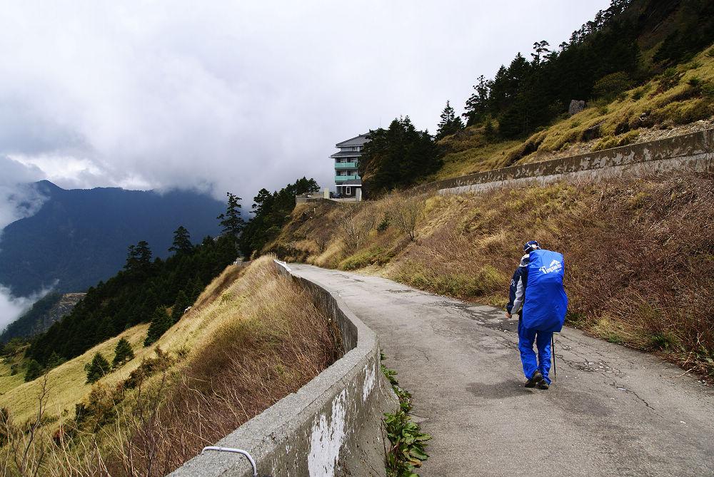 奇萊Day1-07 往滑雪山莊出發