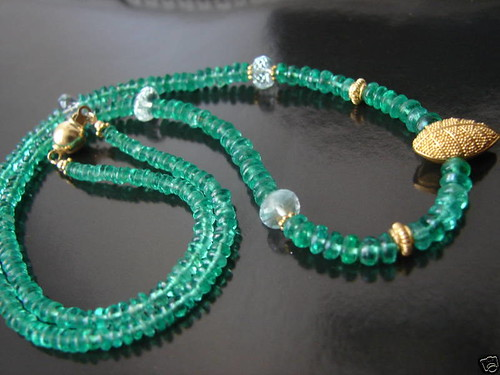 créaJR 6102 Glowing emerald beads, aquamarine and 22k solid gold