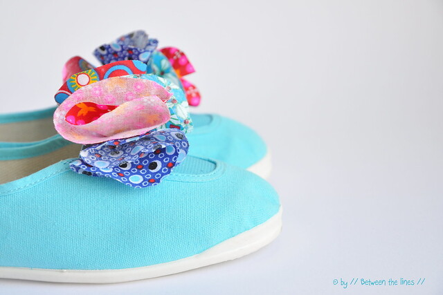 Kids flower petal shoes :: DIY