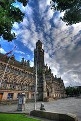 Bradford Town Hall (5ERG10) Tags: uk england sky tree sergio clouds square nikon bradford flag branches yorkshire monk townhall british leafs hdr highdynamicrange sigma1020 d80 aplusphoto amiti nikonflickraward 5erg10 sergioamiti