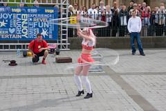 Edinburgh Fringe Festival Street Entertainers - Dick & Jane (The-Doctor) Tags: street net stockings festival edinburgh fance jane dick august fringe tights fishnets mound performers 2008 entertainers fencenet