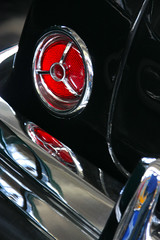 Old Lincoln. Light (Toms Fano) Tags: old light red espaa usa classic car canon vintage spain rojo feria asturias coche lincoln oviedo viejo antiguo clasico principado toms foco poca clsico fano vehculo